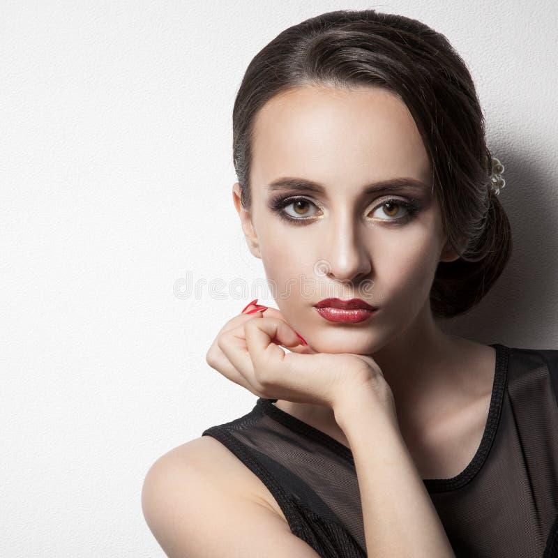 όμορφη γυναίκα Upsweep hairstyle Διάστημα για το κείμενο στοκ εικόνα με δικαίωμα ελεύθερης χρήσης