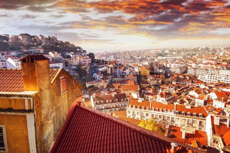 Όμορφη εικονική παράσταση πόλης, Λισσαβώνα, η πρωτεύουσα της Πορτογαλίας στο ηλιοβασίλεμα στοκ εικόνες
