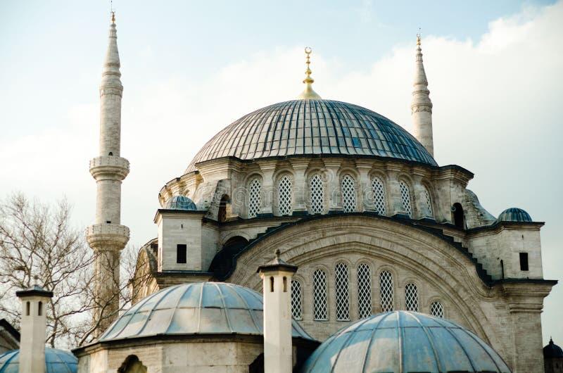 Όμορφη εικόνα ένα από τα μουσουλμανικά τεμένη της Ιστανμπούλ στοκ φωτογραφία
