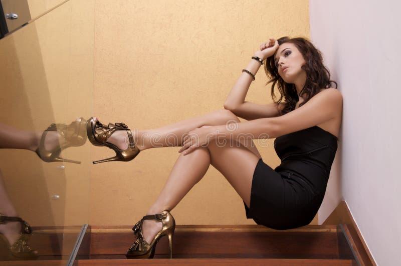 Όμορφη ενήλικη γυναίκα αισθησιασμού στοκ εικόνες