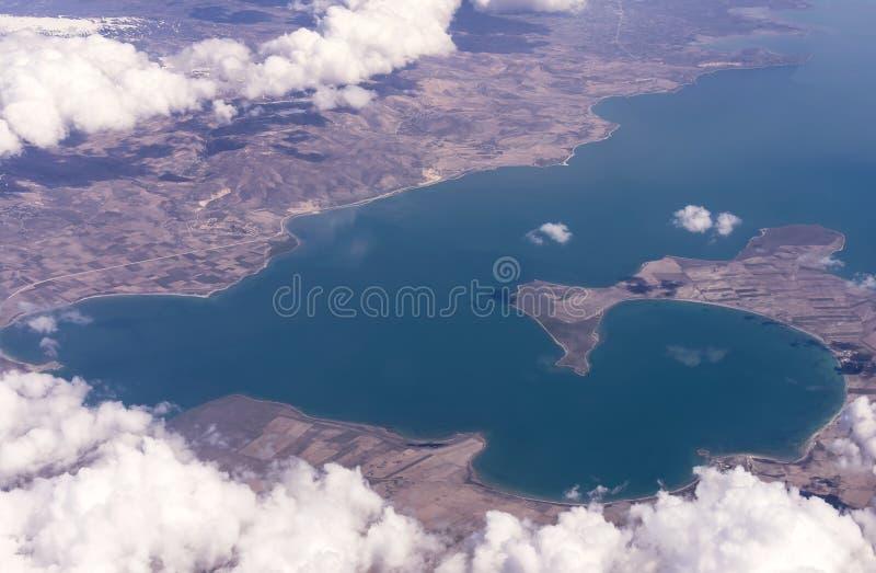 Όμορφη εναέρια άποψη της αλατισμένης λίμνης φορτηγών στην ανατολική Τουρκία, κοντά στα σύνορα με το Ιράν και την Αρμενία στοκ φωτογραφία