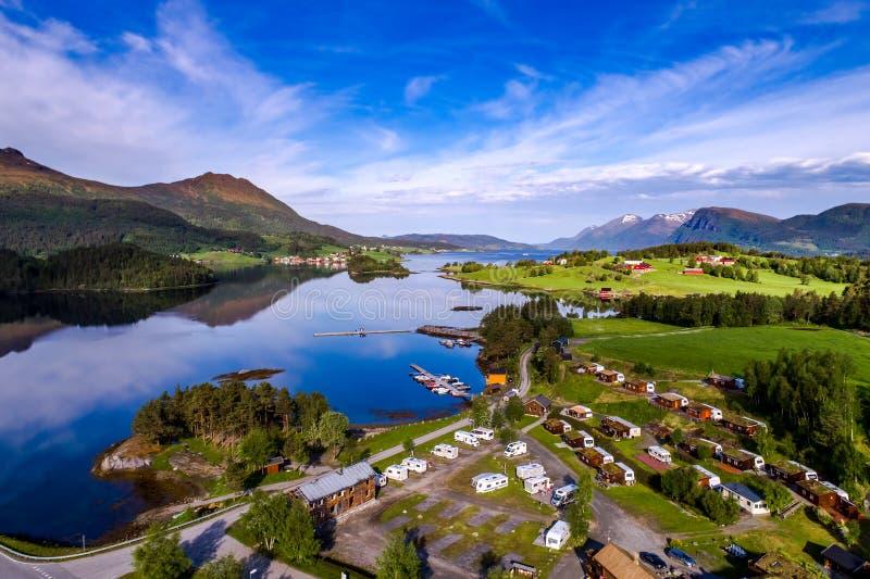 Όμορφη εναέρια άποψη της Νορβηγίας φύσης της θέσης για κατασκήνωση για να χαλαρώσει στοκ εικόνες