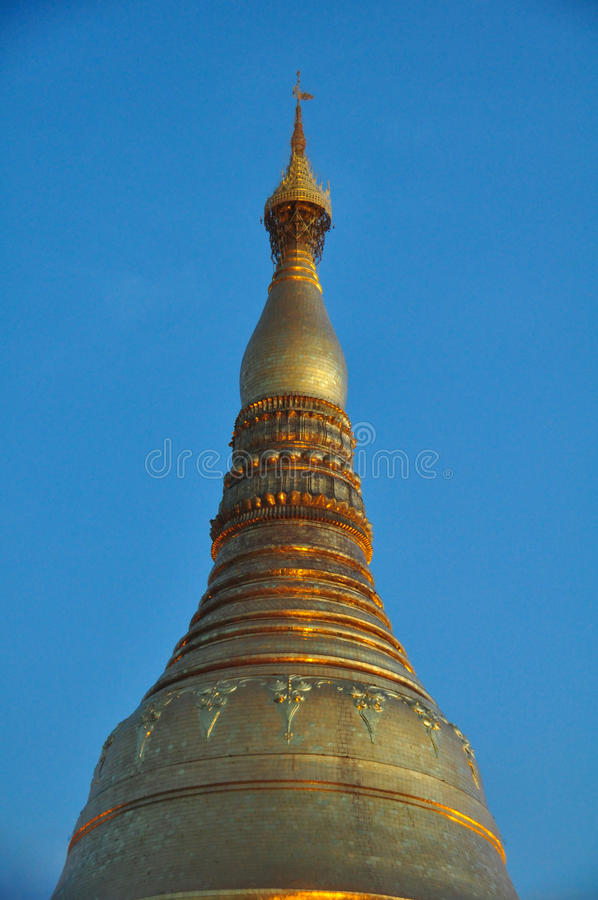 Όμορφη λεπτομέρεια της παγόδας Shwedagon σε Yangon τη νύχτα, το Μιανμάρ στοκ φωτογραφίες με δικαίωμα ελεύθερης χρήσης