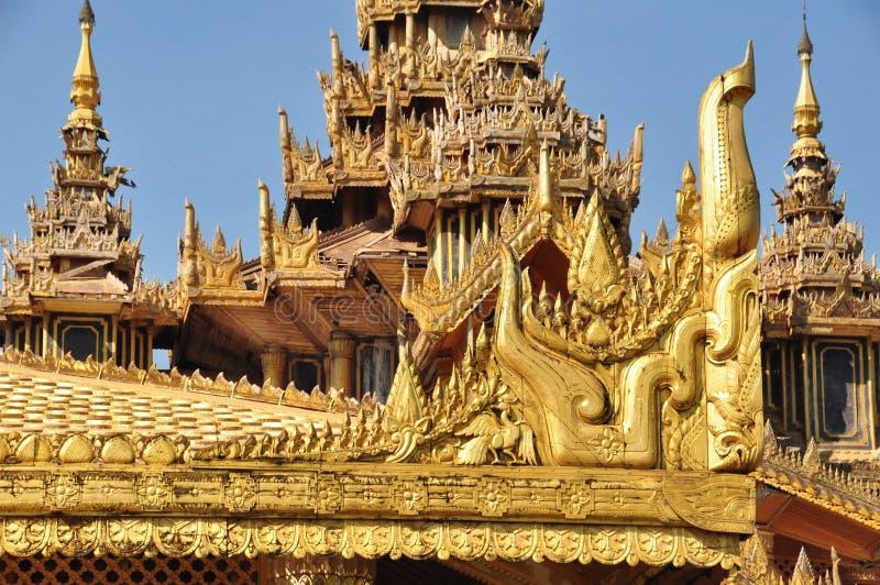Όμορφη λεπτομέρεια του χρυσού παλατιού Kambawzathardi, Bago, Myanmar στοκ φωτογραφία