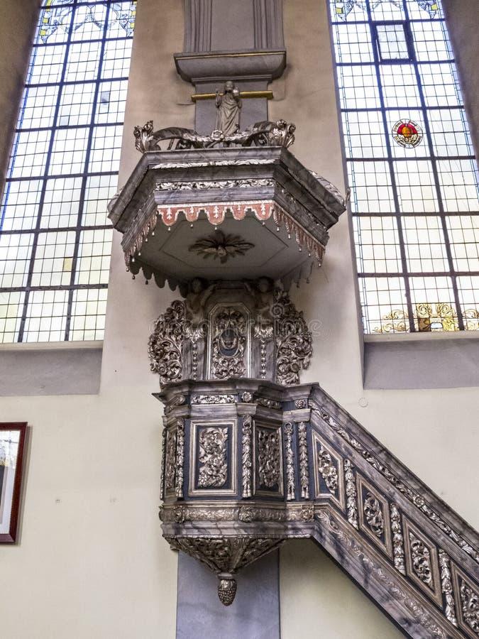 Όμορφη εσωτερική άποψη της εκκλησίας του ST Clemens σε Heimbach, Γερμανία North Rhine-Westphalia, μπαρόκ pulpit από το 18ο centur στοκ εικόνες