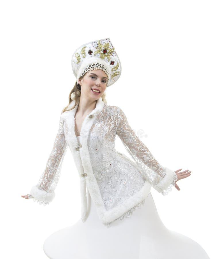 Όμορφη, ευτυχής γυναίκα με μακρυμάλλη, ντυμένος ως χαμόγελο Άγιου Βασίλη Χριστούγεννα - νέο έτος καρναβάλι στοκ φωτογραφίες