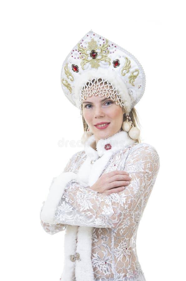 Όμορφη, ευτυχής γυναίκα με μακρυμάλλη, ντυμένος ως χαμόγελο Άγιου Βασίλη Χριστούγεννα - νέο έτος καρναβάλι στοκ φωτογραφία με δικαίωμα ελεύθερης χρήσης