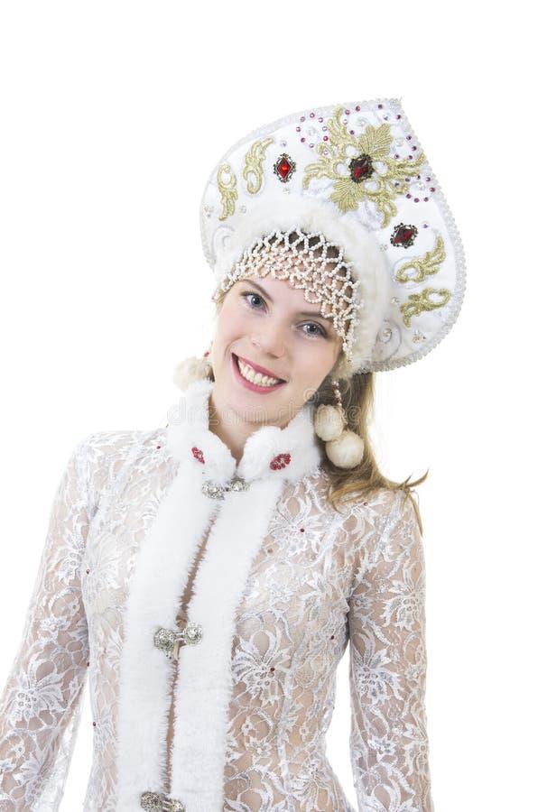 Όμορφη, ευτυχής γυναίκα με μακρυμάλλη, ντυμένος ως χαμόγελο Άγιου Βασίλη Χριστούγεννα - νέο έτος καρναβάλι στοκ εικόνες
