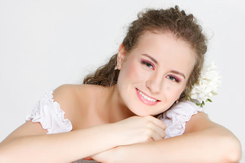 Download όμορφη ευτυχής γυναίκα π&omicr Στοκ Εικόνες - εικόνα από makeup, διακοπή: 13179098