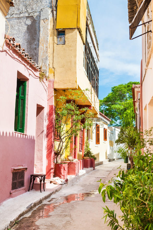 Download Όμορφη ζωηρόχρωμη οδός στην Αθήνα, Ελλάδα Στοκ Εικόνα - εικόνα από ancientness, καλός: 62717223