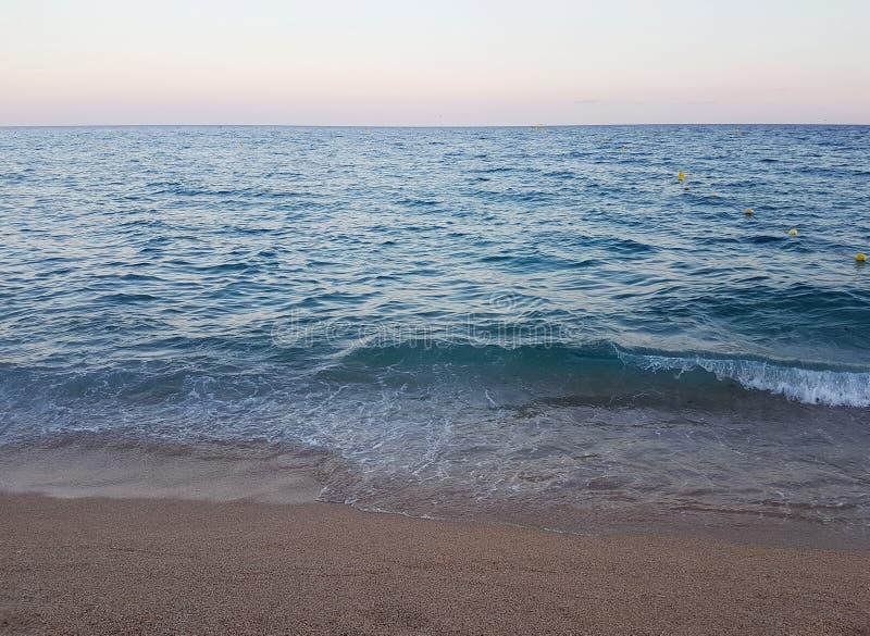 Όμορφη θάλασσα το βράδυ στοκ φωτογραφία με δικαίωμα ελεύθερης χρήσης