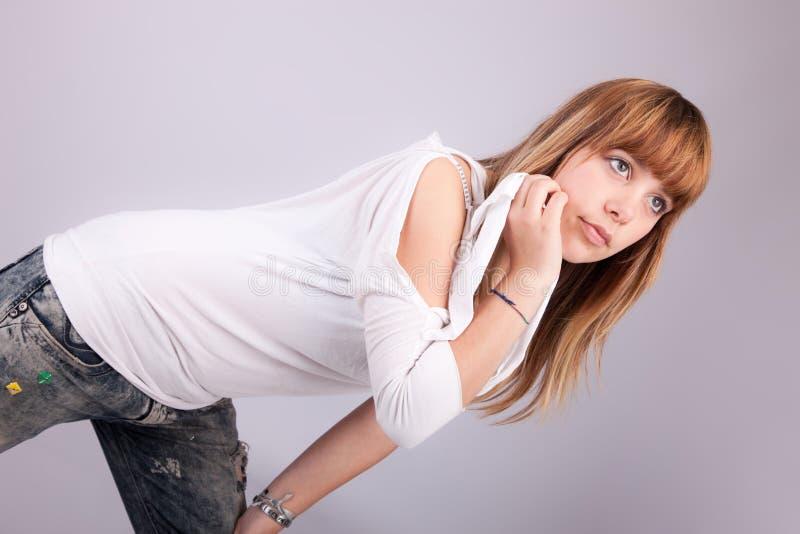 όμορφη θέτοντας γυναίκα στοκ φωτογραφίες με δικαίωμα ελεύθερης χρήσης