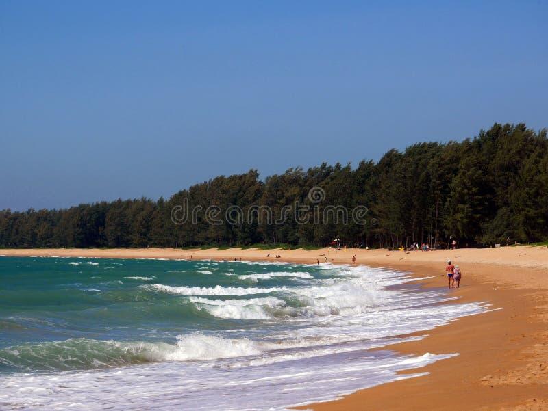 Όμορφη θυελλώδης παραλία της Mai Khao, Phuket, Ταϊλάνδη στοκ φωτογραφίες