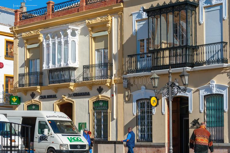Όμορφη ισπανική αρχιτεκτονική, που διακοσμείται πριν από τις διακοπές Χριστουγέννων στοκ φωτογραφίες