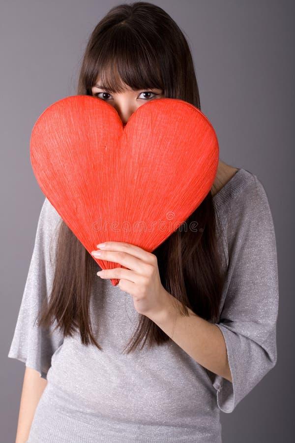Download όμορφη καρδιά που κρατά την &k Στοκ Εικόνες - εικόνα από απομονωμένος, closeup: 13187094