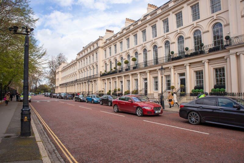 Όμορφη κατοικημένη οδός στο Λονδίνο στοκ εικόνες