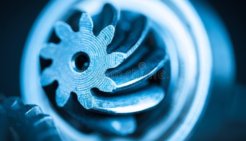 Όμορφη κινηματογράφηση σε πρώτο πλάνο gearwheel χάλυβα στοκ εικόνα με δικαίωμα ελεύθερης χρήσης