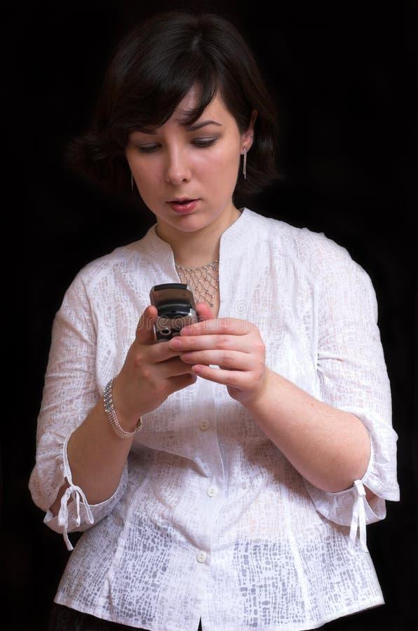 όμορφη κινητή γυναίκα brunette στοκ εικόνες