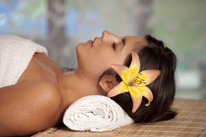 όμορφη κυρία salon spa στοκ εικόνα με δικαίωμα ελεύθερης χρήσης