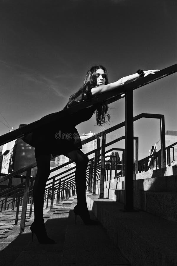 όμορφη μαύρη λευκή γυναίκα πορτρέτου στοκ εικόνες