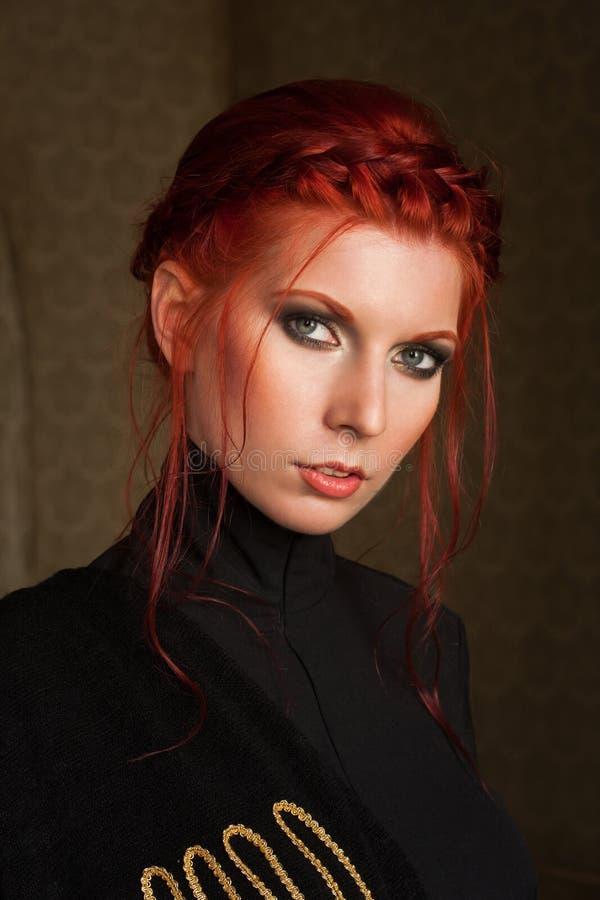 όμορφη μαλλιαρή κόκκινη γ&upsilon στοκ εικόνα