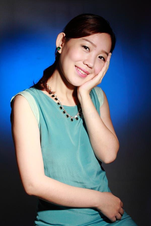 Όμορφη νέα ασιατική γυναίκα στοκ εικόνα