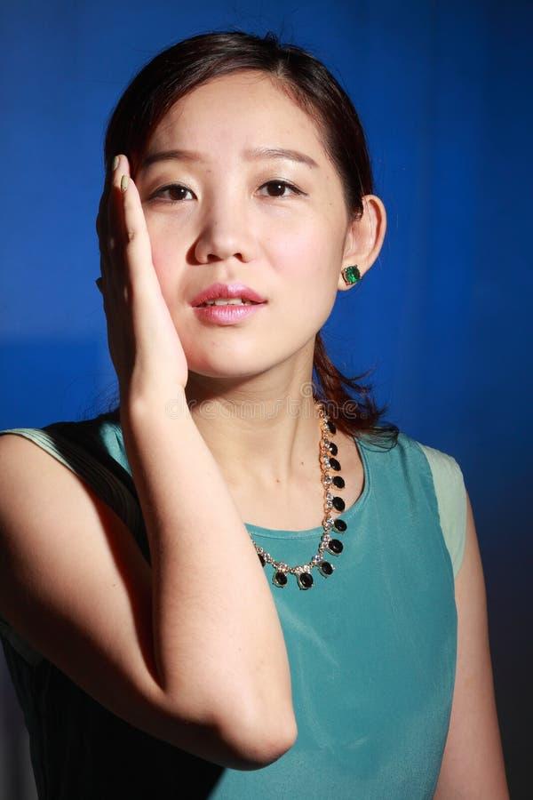 Όμορφη νέα ασιατική γυναίκα στοκ φωτογραφίες