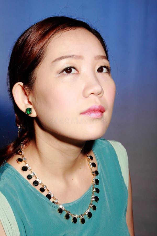 Όμορφη νέα ασιατική γυναίκα στοκ εικόνες