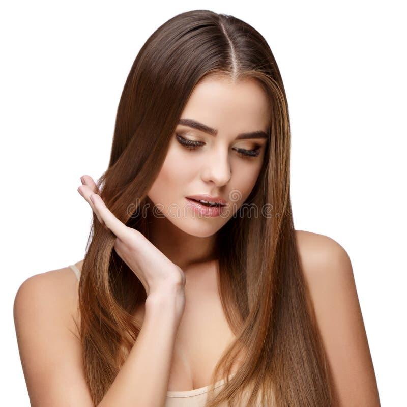 Όμορφη νέα γυναίκα με το καθαρό φρέσκο δέρμα στοκ φωτογραφίες