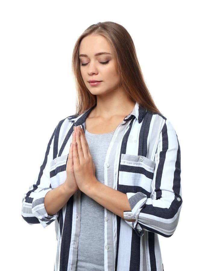 Όμορφη νέα γυναίκα που προσεύχεται στο άσπρο υπόβαθρο στοκ φωτογραφία με δικαίωμα ελεύθερης χρήσης