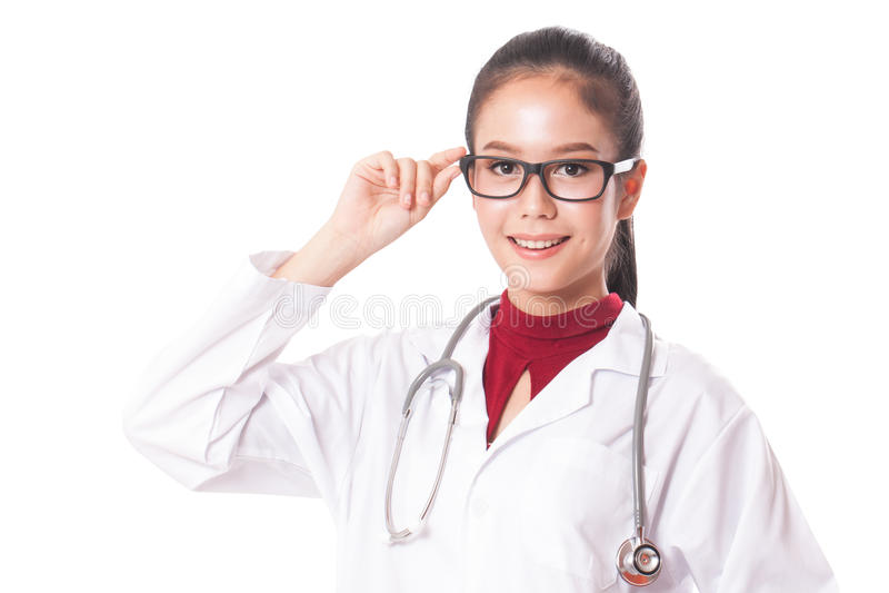 Όμορφη νέα γυναίκα που φορά τα γυαλιά άσπρο ιατρικό σε ομοιόμορφο στοκ φωτογραφία με δικαίωμα ελεύθερης χρήσης