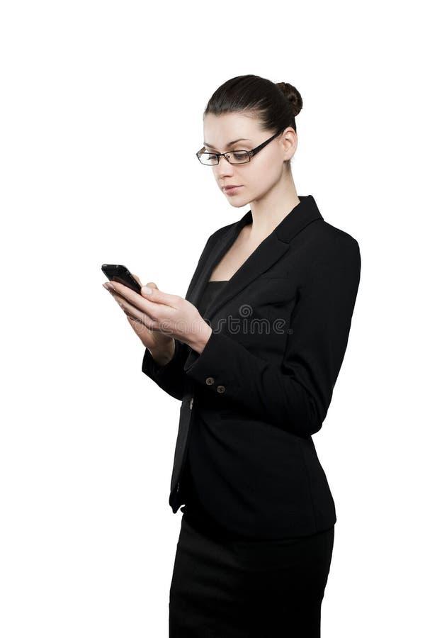 Όμορφη νέα επιχειρηματίας με το smartphone στοκ εικόνες