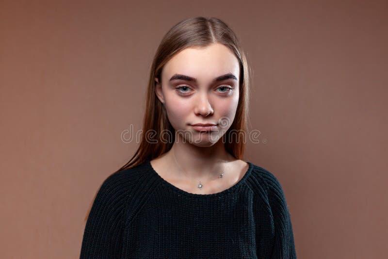 Όμορφη νέα λυπημένη γυναίκα στοκ φωτογραφίες με δικαίωμα ελεύθερης χρήσης