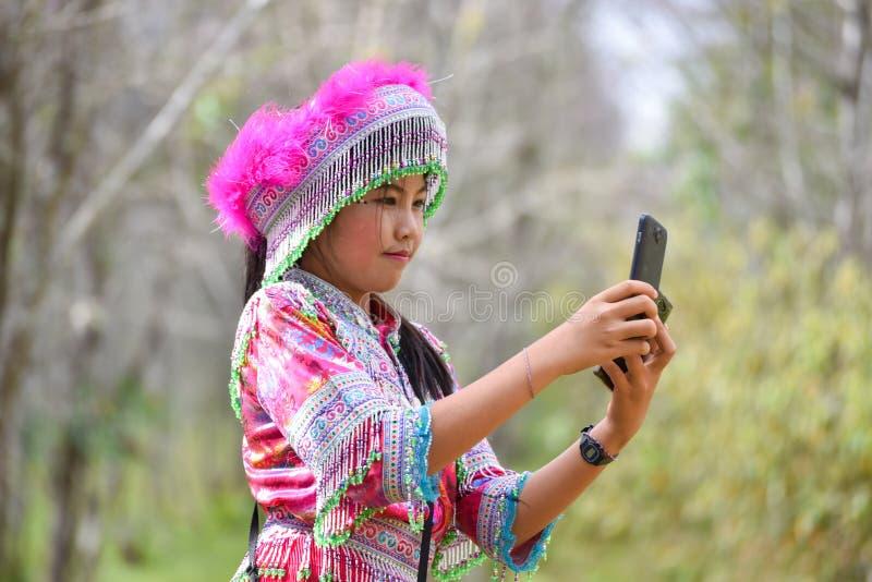 Όμορφη νέα φωτογραφία γυναικών selfie στοκ φωτογραφία με δικαίωμα ελεύθερης χρήσης