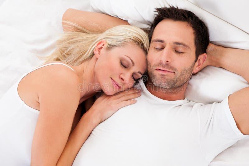 Ζεύγος ερωτευμένο στοκ εικόνα με δικαίωμα ελεύθερης χρήσης