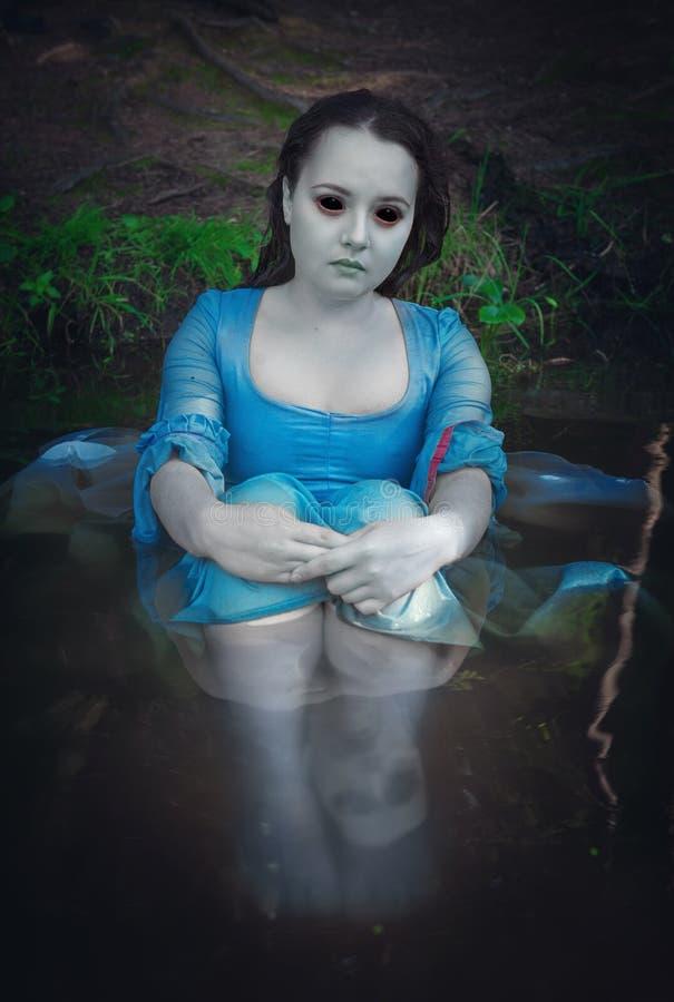 Όμορφη νεκρή γυναίκα φαντασμάτων στοκ εικόνες