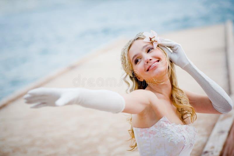 όμορφη νύφη ευτυχής στοκ φωτογραφίες
