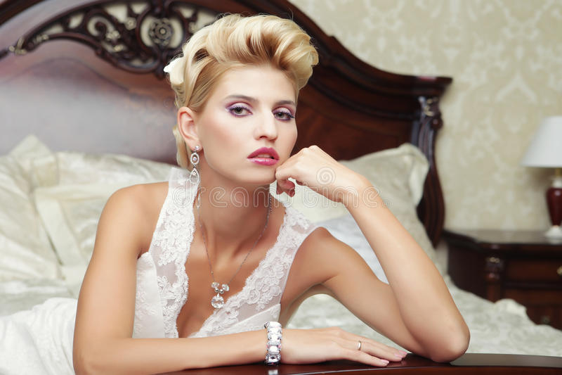 Όμορφη νύφη πορτρέτου στοκ φωτογραφία με δικαίωμα ελεύθερης χρήσης