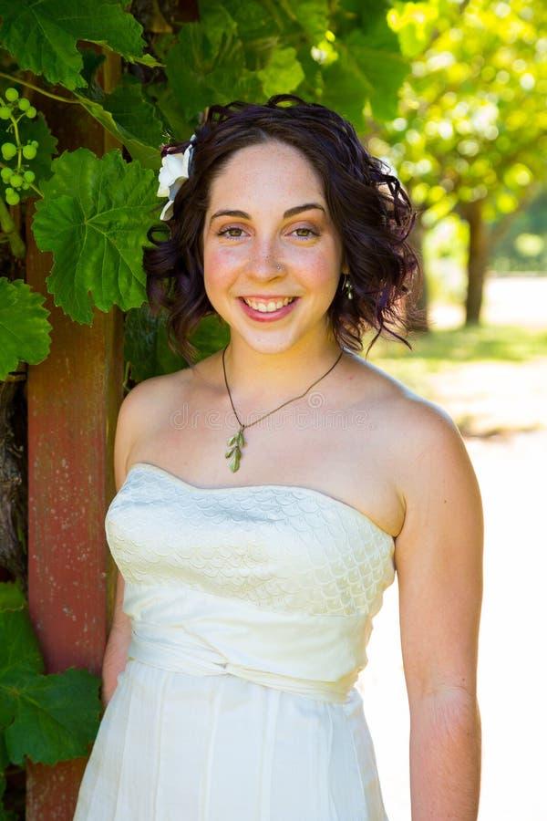Όμορφη νύφη στη ημέρα γάμου στοκ εικόνες