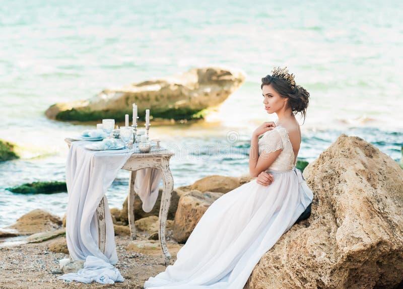όμορφη νύφη υπαίθρια Ο γάμος hairstyle και αποτελεί στοκ φωτογραφίες με δικαίωμα ελεύθερης χρήσης