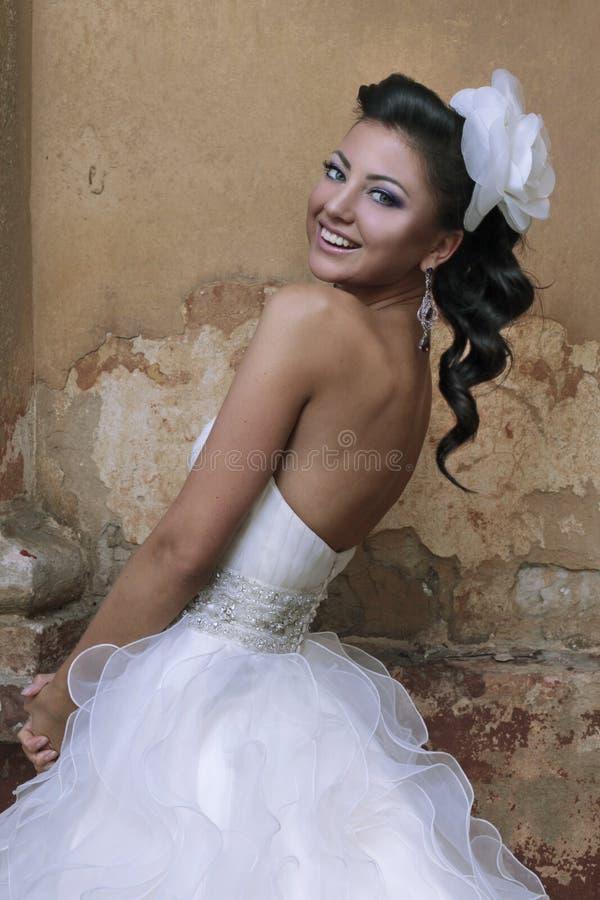 Όμορφη νύφη brunette στοκ φωτογραφία με δικαίωμα ελεύθερης χρήσης
