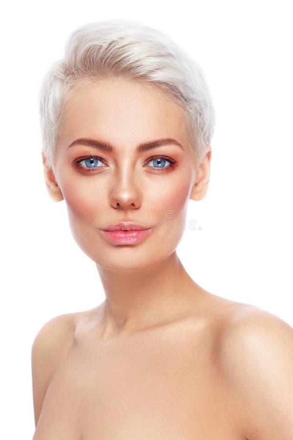 Όμορφη ξανθή γυναίκα με την καθαρή φρέσκια σύνθεση στοκ εικόνες με δικαίωμα ελεύθερης χρήσης