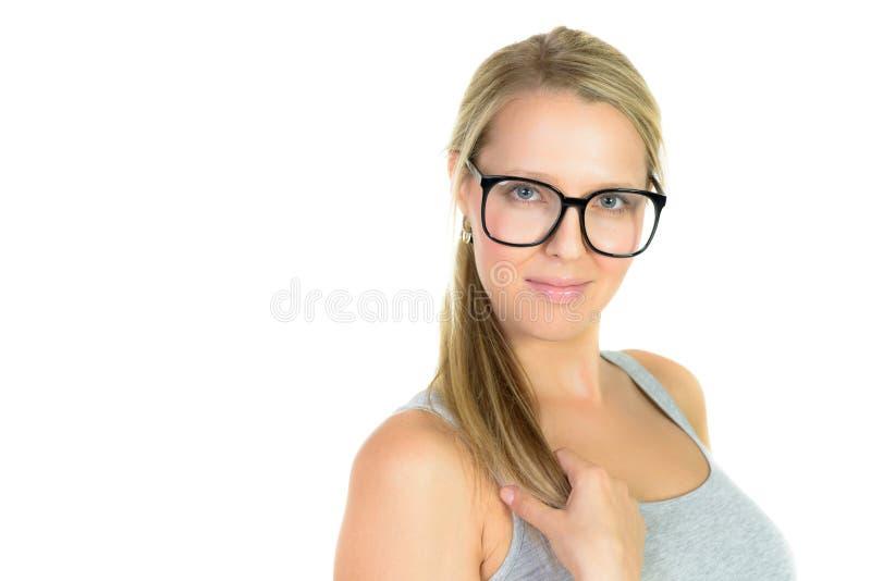 όμορφη ξανθή γυναίκα στα χαμόγελα γυαλιών στοκ εικόνες