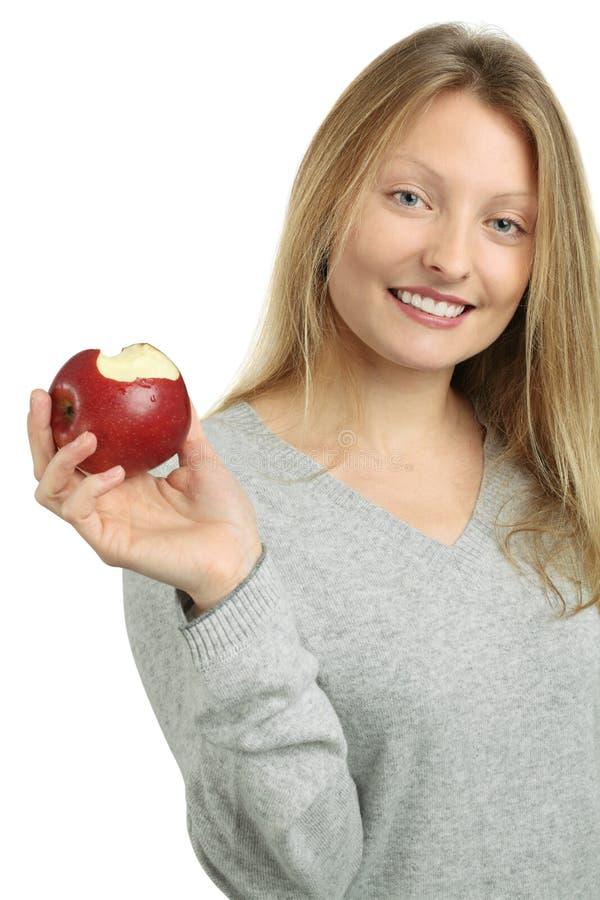 όμορφη ξανθή κατανάλωση μήλ&ome στοκ εικόνα με δικαίωμα ελεύθερης χρήσης