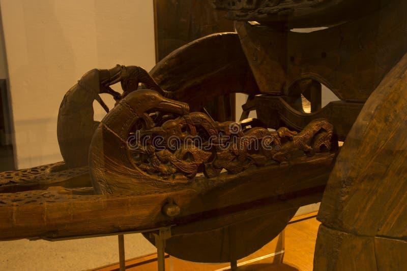 Όμορφη ξυλουργική στο αρχαίο βαγόνι εμπορευμάτων στο μουσείο σκαφών Βίκινγκ στοκ φωτογραφία με δικαίωμα ελεύθερης χρήσης