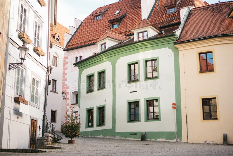 Όμορφη οδός στις διακοπές Χριστουγέννων στην πόλη Cesky Krumlov στη Δημοκρατία της Τσεχίας Ένας από τον ομορφότερο στοκ φωτογραφίες