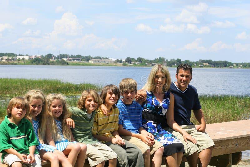 όμορφη οικογένεια αποβαθρών στοκ φωτογραφίες με δικαίωμα ελεύθερης χρήσης