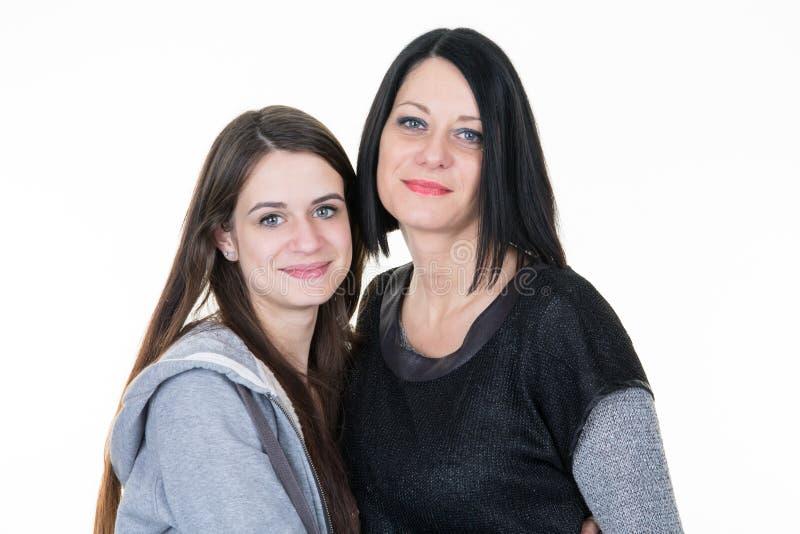 Όμορφη οικογένεια δύο με τη νέα ηλικίας έφηβος κόρη κοριτσιών στοκ φωτογραφίες με δικαίωμα ελεύθερης χρήσης