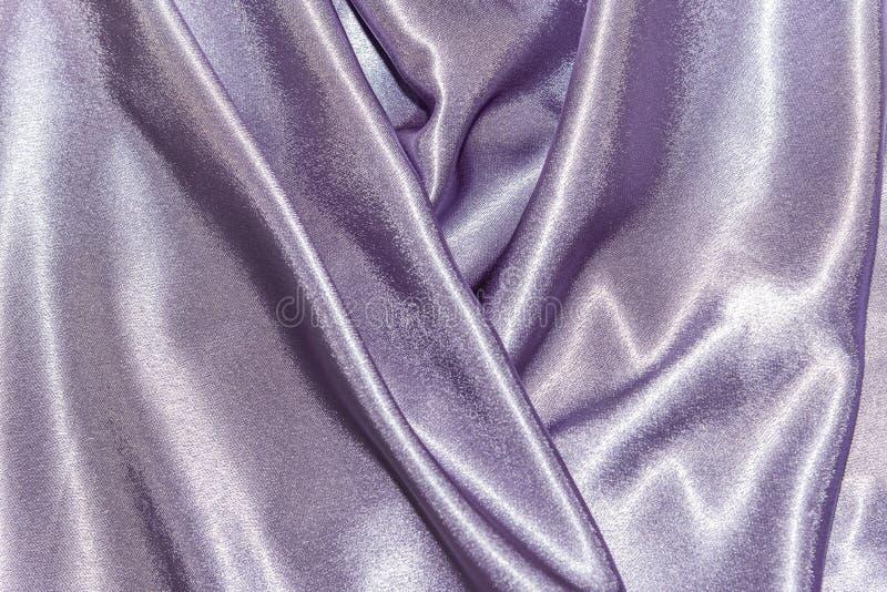 Όμορφη ομαλή κομψή κυματιστή ιώδης πορφυρή σύσταση υφάσματος υφασμάτων πολυτέλειας μεταξιού σατέν, αφηρημένο σχέδιο υποβάθρου Κάρ στοκ εικόνες