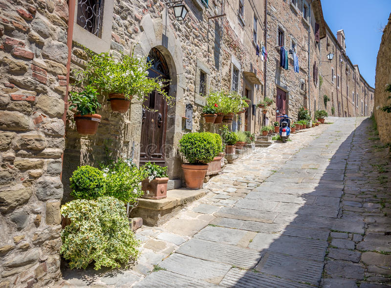 Όμορφη οδός Cortona, Τοσκάνη στοκ εικόνα με δικαίωμα ελεύθερης χρήσης